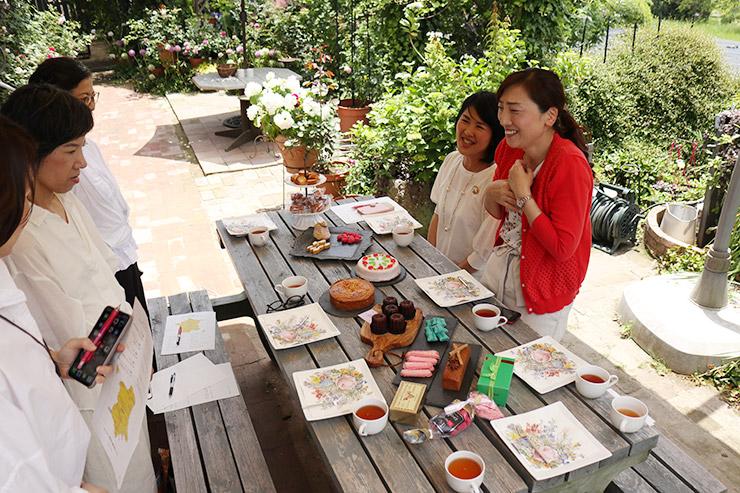 6/1 パリスタイルフラワーアレンジメントとフランス菓子・料理イベント in 広島 アトリエローズママ フラワーレッスン フランス地方菓子食べ比べ