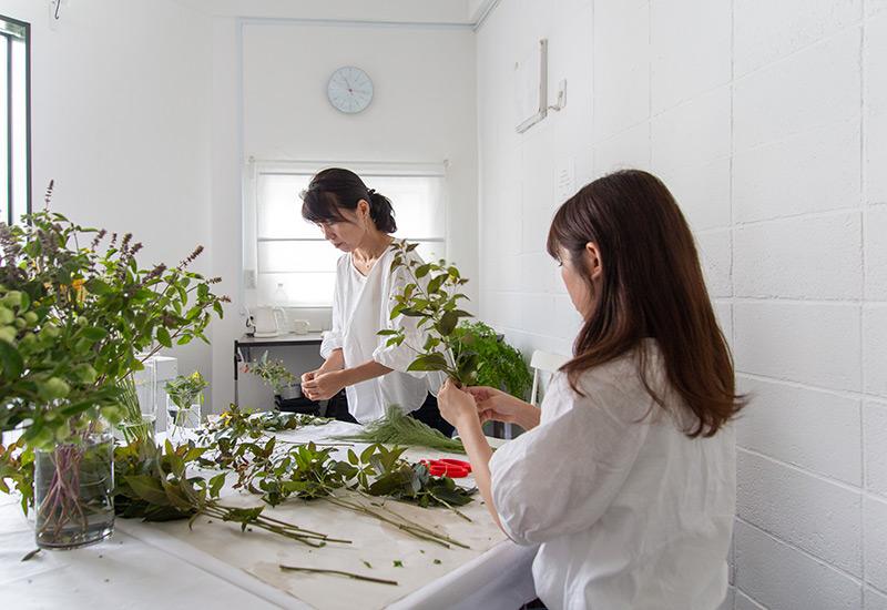 フラワー教室開業 ビジネスの仕組み作りとweb集客で売れるスクールへ 東京 世田谷 KOLME(コルメ)パリスタイルフラワーアレンジメントを習う!8月のレッスン レポート