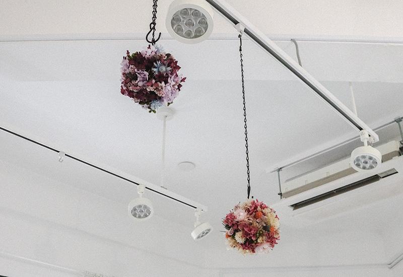 パリスタイルフラワー教室開業 ビジネスの仕組み作りとweb集客で売れるスクールへ 東京 世田谷 羽根木 KOLME(コルメ)ボール型の吊り下げタイプのリース ワークショップ