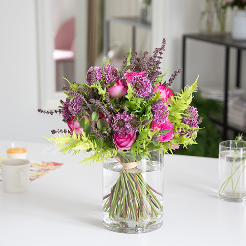 Flower Arrangement Class In Tokyo, Japan. We offer our flower lessons for residences and tourists from all over the world.
