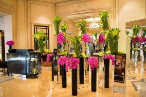 フォーシーズンズホテル・ジョルジュサンク装花 ラウンジの前