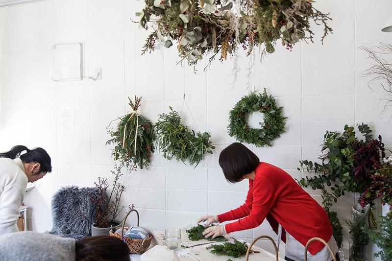 フラワー教室開業 ビジネスの仕組み作りとweb集客で売れるスクールへ 東京 世田谷 KOLME(コルメ)パリスタイルフラワーアレンジメント 生の香りのクリスマスリース・スワッグを簡単手作りレッスン 2019年レポート